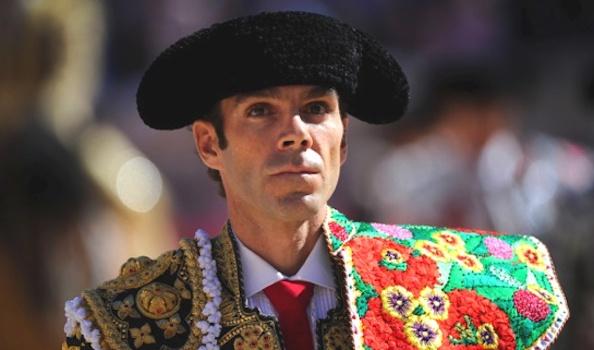José Tomas renouvelle son aide à l'Ecole Taurine de Catalogne.